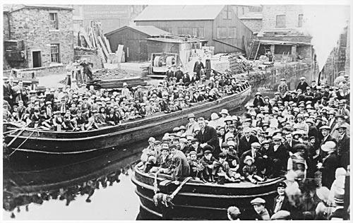 Rechabites boat trip, Bowers Wharf