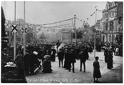 George V Coronation celebrations, High Street