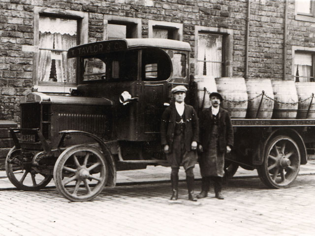 Men with Taylor's Brewery wagon